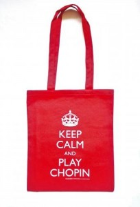 Czerwona torba na ramię z napisem Keep calm and play Chopin